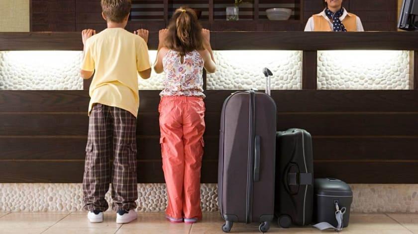 Заселение в гостиницу несовершеннолетних граждан